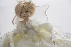 在乌木礼服的美丽的玩偶 免版税库存图片