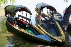 在乌苏马辛塔河的木小船 库存照片