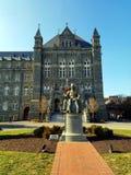 在乔治城大学校园里的约翰卡洛尔雕象 库存图片