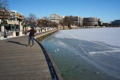 在乔治城江边的Selfie在冬天 库存照片