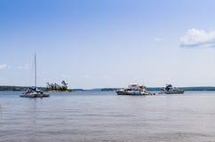 在乔治湾的豪华小船 免版税库存图片