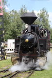 在乘驾期间的老蒸汽机车 免版税库存照片