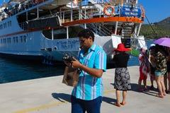 在九头蛇海岛,希腊的游艇 库存照片