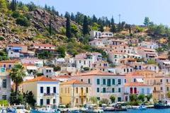 在九头蛇海岛,希腊的游艇 免版税库存图片