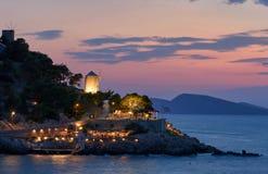 在九头蛇美丽的海岛的日落  免版税库存照片
