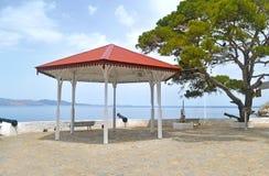 在九头蛇海岛Saronic海湾希腊的眺望台 免版税库存图片
