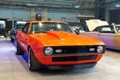 在习惯&调整的展示的经典美国肌肉汽车 图库摄影