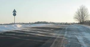 在乡下公路的风吹的雪 冬天冷淡的天 股票录像