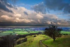 在乡下横向之上的风雨如磐的严重的云彩 免版税库存图片