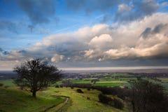 在乡下横向之上的风雨如磐的严重的云彩 免版税图库摄影