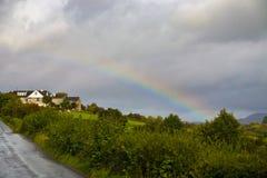 在乡下的彩虹 免版税库存图片