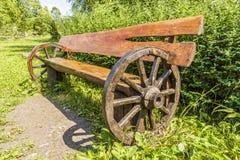 在乡村模式的长凳 免版税库存图片