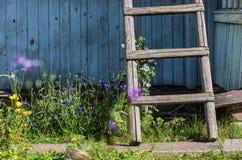 在乡间别墅的一个楼梯 免版税库存照片