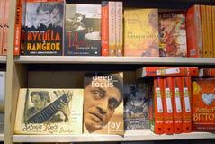 在书市的书架 免版税库存图片