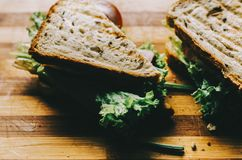 在书桌上的三明治 图库摄影