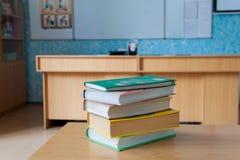 在书桌上的书 免版税库存图片