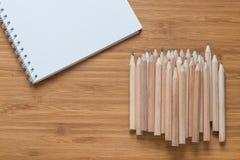在书桌上的木铅笔 免版税图库摄影