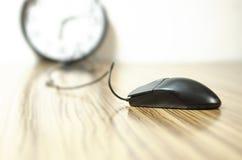 在书桌上的老鼠 免版税图库摄影