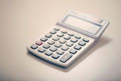 在书桌上的计算器 免版税库存照片