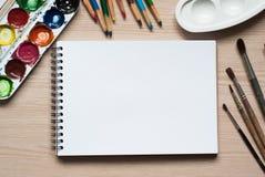 在书桌上的绘图工具 库存图片