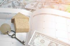 在书计划者的一美元保存的金钱和薪水贷款的 库存图片