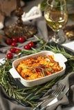 在乳酪和白葡萄酒烘烤的淡菜 免版税库存图片