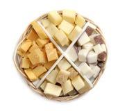 在乳酪盘子的四不同乳酪 免版税库存照片