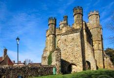 在争斗修道院的中世纪门在海斯廷斯,英国 免版税库存照片