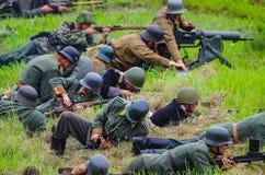 在争斗期间的装货武器 免版税库存图片