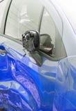 在事故的蓝色汽车 库存照片