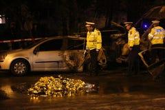 在事故的被烧的汽车 库存照片