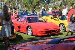 在事件的经典红色法拉利F355跑车 库存照片