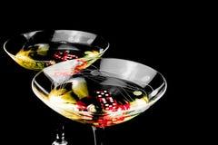 在二个鸡尾酒杯的红色彀子 免版税图库摄影