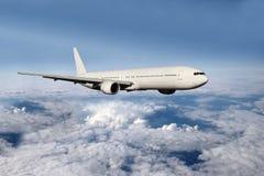 在云彩上的飞机 免版税库存图片