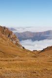 在云彩上的Bucegi视图 免版税库存照片