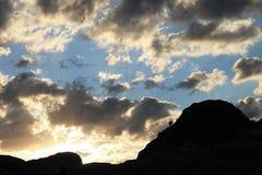 在云彩下的旅客 免版税库存图片