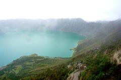 在云彩中间的湖 免版税图库摄影