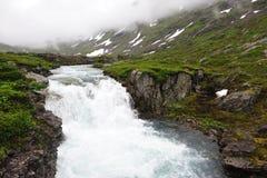 在云彩之下的Waterfalle 免版税图库摄影