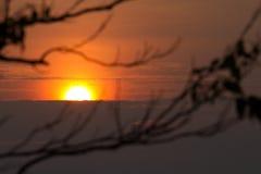 在云彩之后的太阳 免版税库存图片