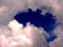在云彩例证天空附近的天使 库存照片