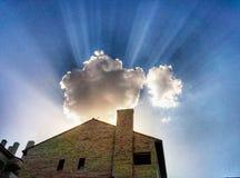 在云彩后掩藏的太阳 库存图片