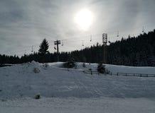 在云彩后的冬天太阳 库存图片