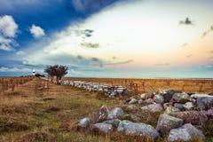 在云彩后的日出,奥兰,瑞典 免版税库存照片