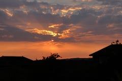 在云彩后的日落在安南,苏格兰 库存照片