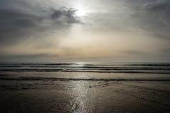 在云彩后的日落 图库摄影