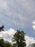 在云彩外面的四架喷气机蒸汽 免版税库存图片