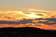 在云彩捉住的太阳 免版税库存图片