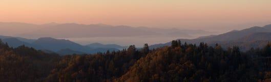在云彩早晨全景之上 库存照片