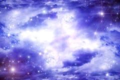 在云彩星形之下比 皇族释放例证