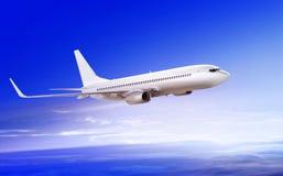 在云彩的乘客飞机 免版税库存图片